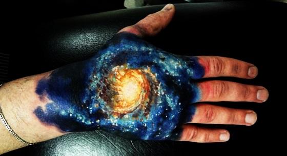 3D (объемные) и фото-татуировки: Галактика на руке