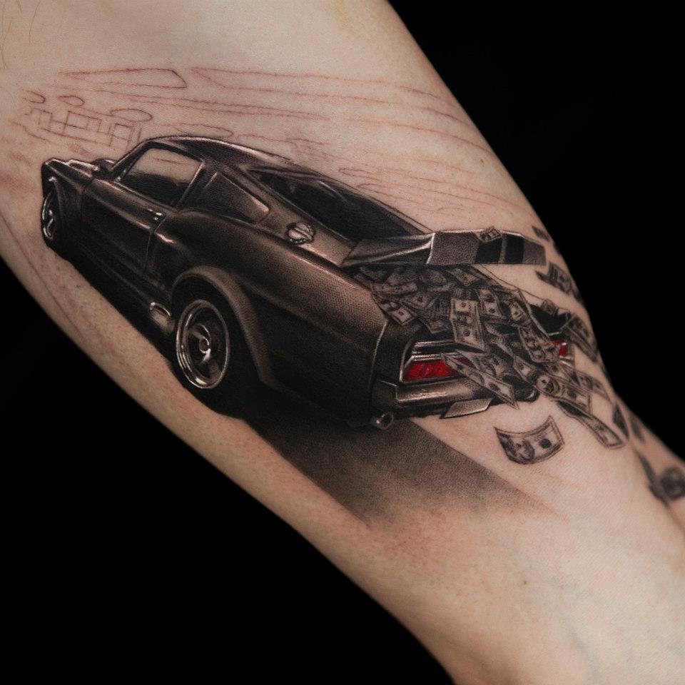 3D (объемные) и фото-татуировки: автомобиль, с открытым полным баксов багажником