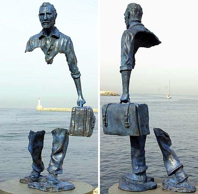 Бруно Каталано дырявая скульптура путешественника