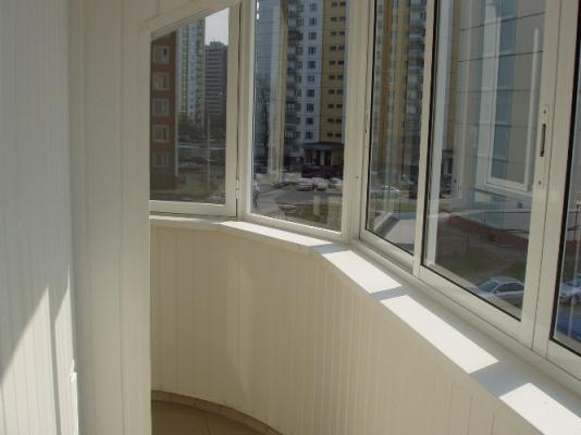 Как заказать пластиковое остекление балкона?
