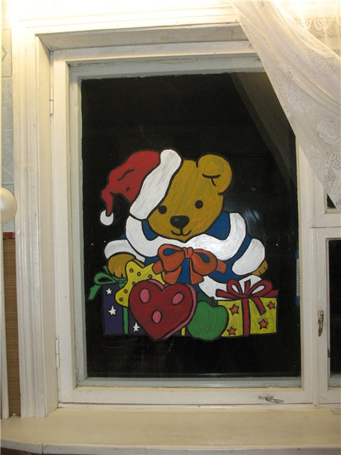 Как красиво украсить окно к Новому году