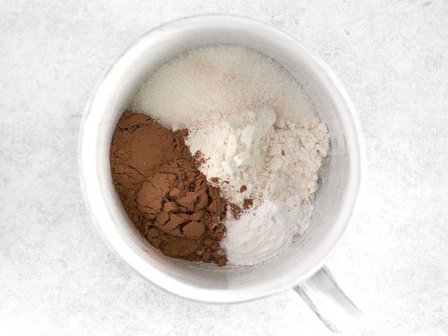 Как приготовить кекс в кружке за 5 минут: рецепт для микроволновки