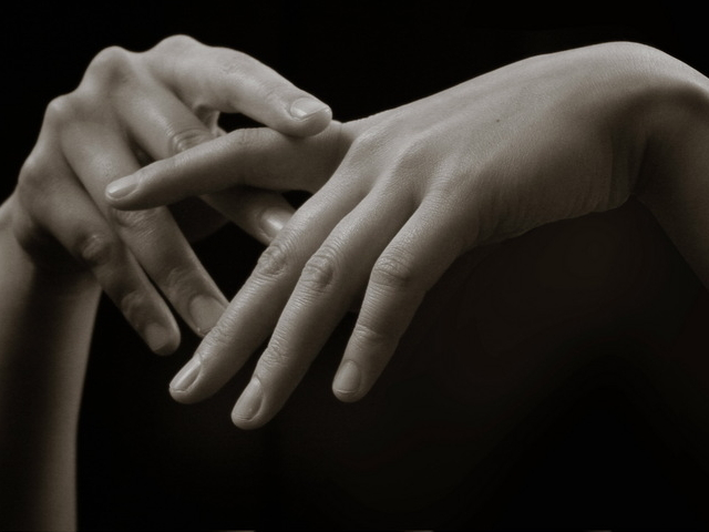 серая кожа обрезанные ногти