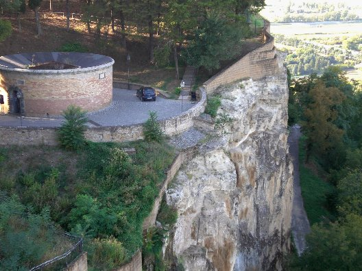 Орвието Умбрия, Италия, колодец Святого Патрика отвесная скала вблизи крепости Альборнос