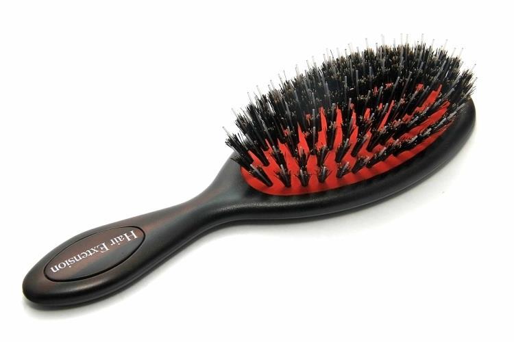 Как правильно подобрать расческу для своего типа волос?