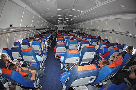Как комфортно отдохнуть в самолете?