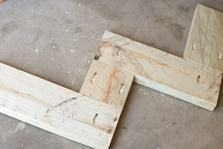 Как сделать конструкцию для вертикального сада из глиняных горшков?