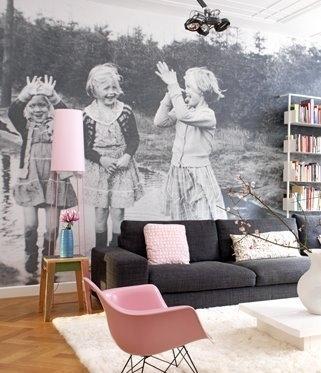 стильные ретро-обои для одной стены получатся из старой черно-белой фотографии