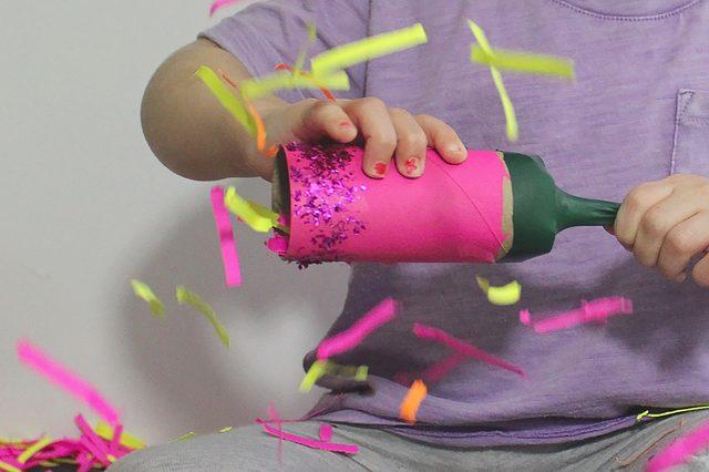 Как сделать хлопушку из бумаги своими руками на день рождения 59