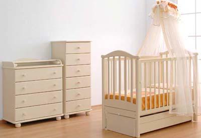 детская кроватка с выдвижными ящиками гарнитур в персиковых розовых тонах
