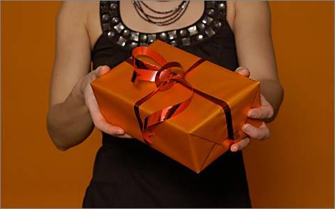Как правильно дарить и принимать подарки?