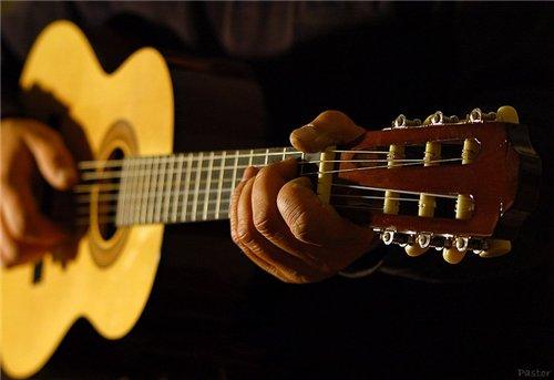 Как научиться играть аккорды на гитаре за неделю?