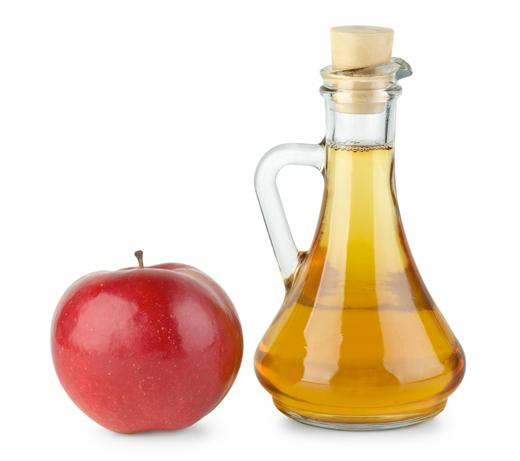 яблочный уксус бутылка и яблоко