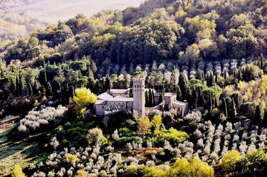 Орвието аббатство Abbazia dei Santi Severo e Martirio вид сверху