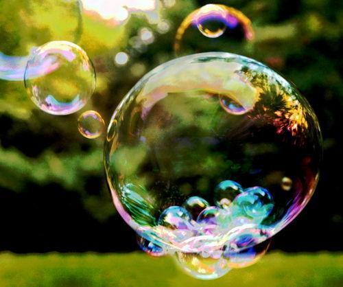 мыльные пузыри в воздухе