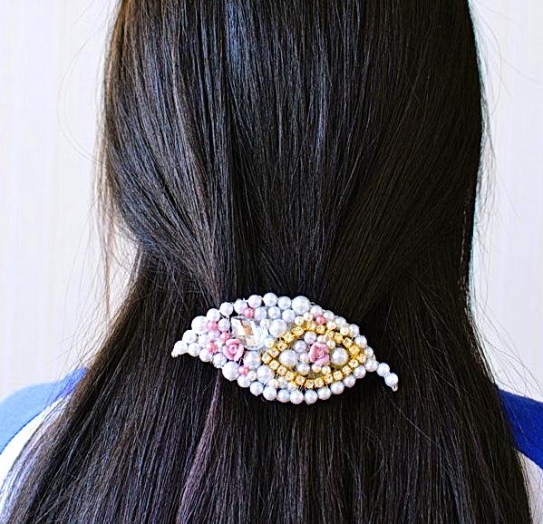 Как сделать праздничную заколку для волос из жемчуга для любой вечеринки