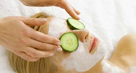 Несомненно, обязательно подберите себе и восстанавливающую кожу еженедельную маску
