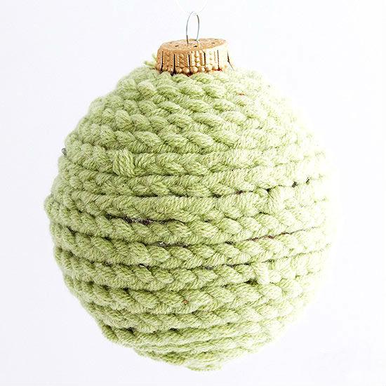 Как быстро преобразить простые елочные шары в эффектные новогодние украшения