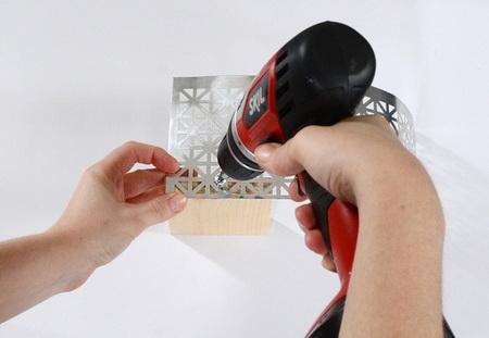 Как сделать настенную открывалку для бутылок?