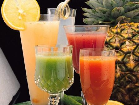 ... свежевыжатого фруктового сока на ваш выбор