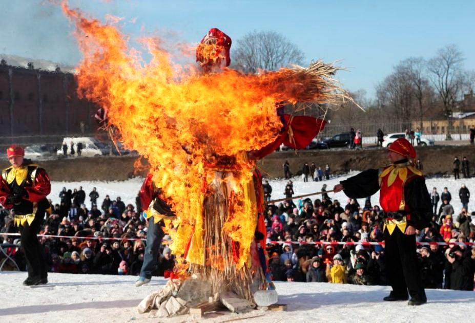 Как выглядит чучело на Масленицу и зачем его сжигают