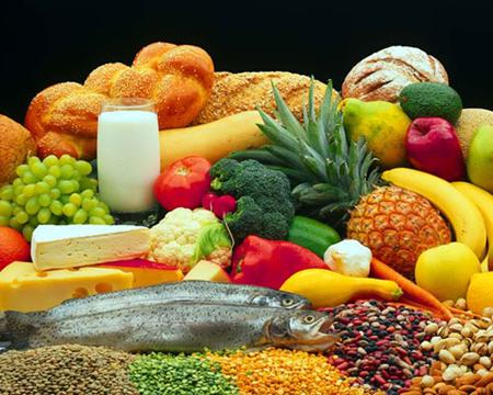 Здоровая сбалансированная диета, витамины, достаточное количество воды каждый день