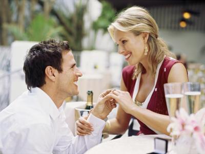 Самая очевидная причина, стоящая за длительной помолвкой, та, что последняя дает вам шанс как следует изучить вашего партнера перед свадьбой
