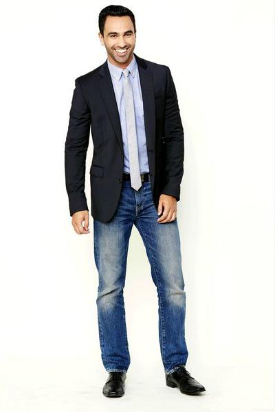 мужской пиджак от костюма с джинсами в офис - официальный образ