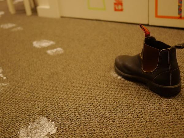 Как быстро сделать следы Деда Мороза на ковре?