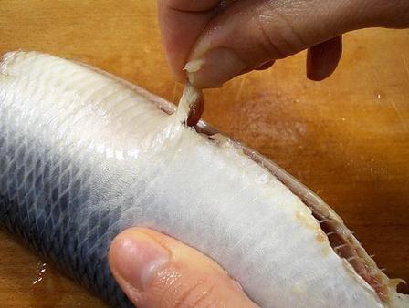 Как быстро разделать селедку на филе: подробная инструкция с фото