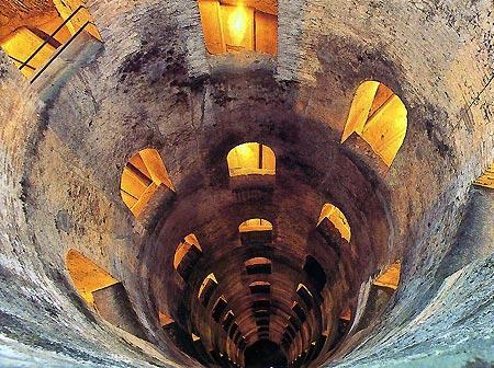 Орвието Умбрия, Италия, колодец Святого Патрика вблизи крепости Альборнос
