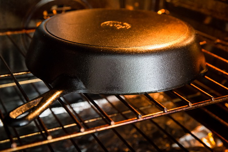 Как правильно прокалить новую чугунную сковороду?