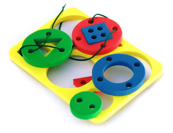 Как выбрать для ребенка развивающие игрушки?