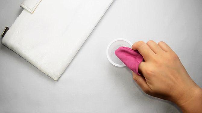 Как очистить сумку из натуральной белой кожи в домашних условиях