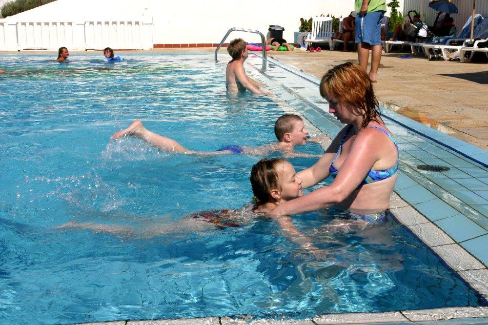 Как родителям научить своего ребенка плавать?