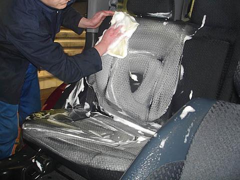 Как самостоятельно сделать качественную химчистку салона автомобиля?