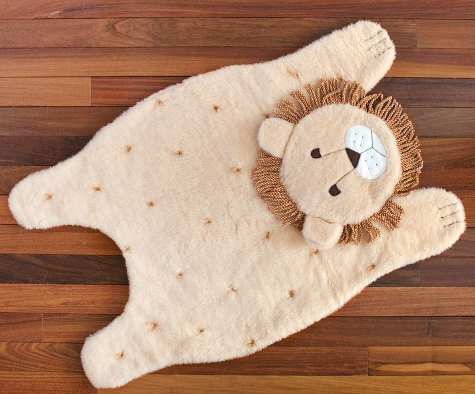 Как легко сшить плюшевый коврик для детской комнаты?