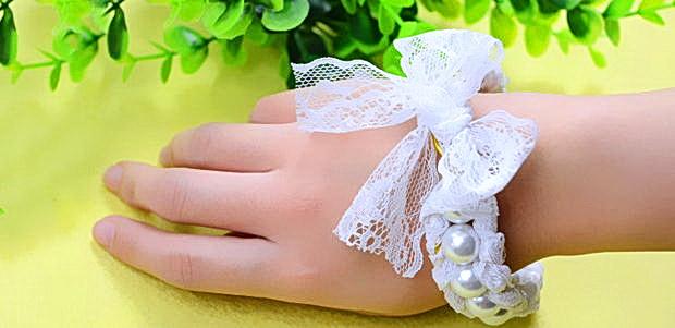 Как сделать самый нежный свадебный браслет из бусин и кружева