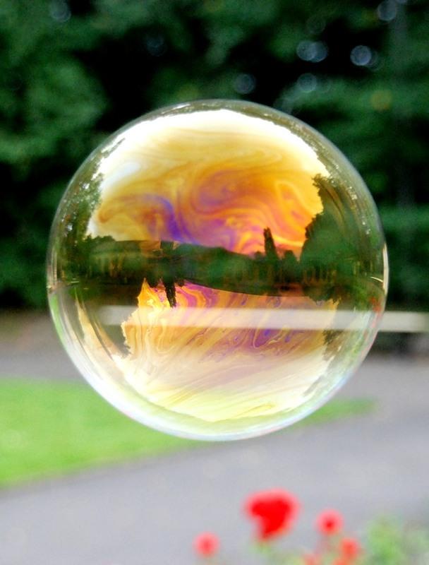 мыльный пузырь в воздухе