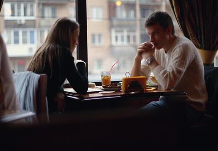 Пусть первое личное свидание будет кратким, например в кафе