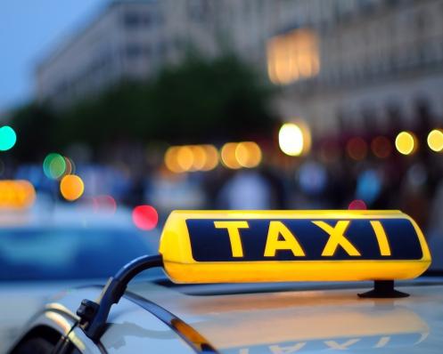 Как лучше заказать такси: по телефону или онлайн