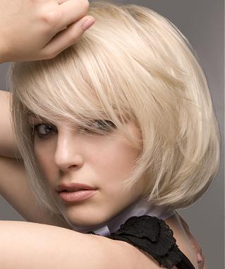 Различные подходящие стили с длиной волос от подбородка до плеча для миниатюрных женщин работают лучше всего