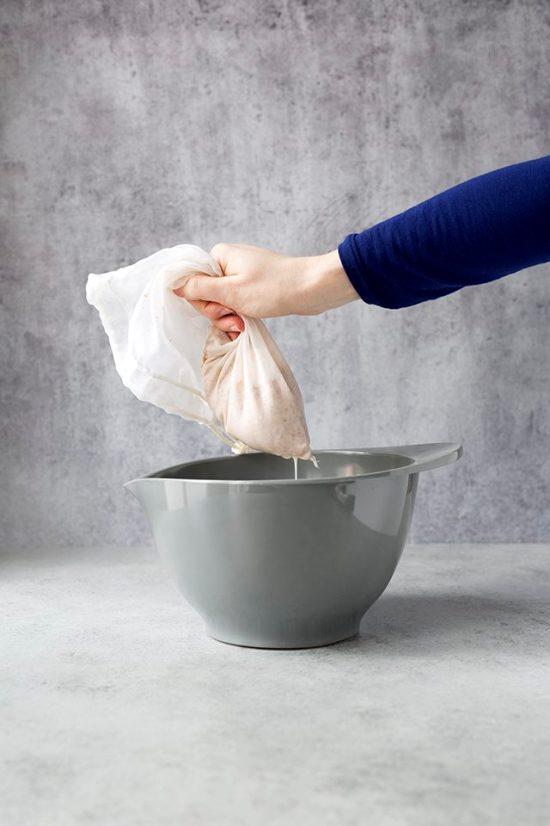 Как самостоятельно сделать миндальное молоко
