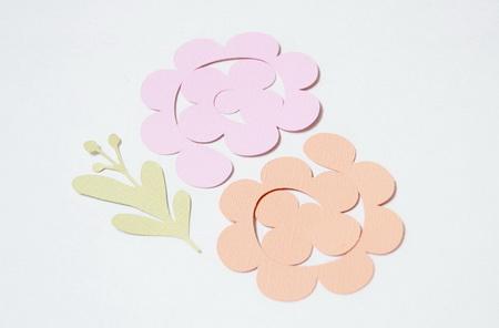 Как сделать весенние кольца для салфеток с цветами из бумаги?