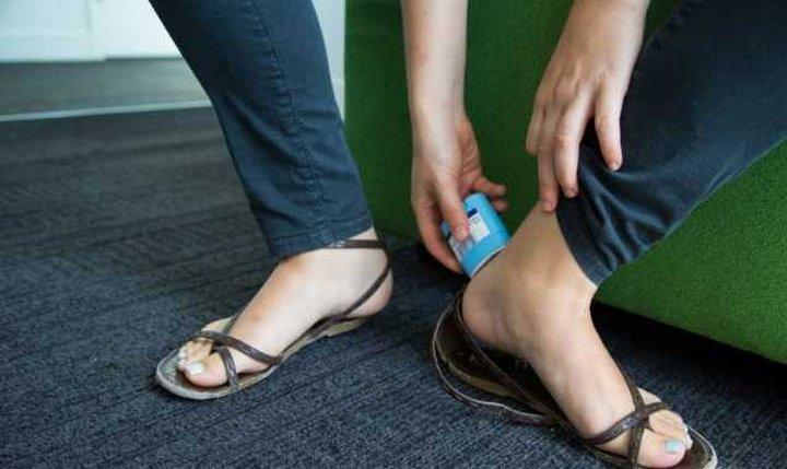 Как можно применить дезодорант необычным способом?