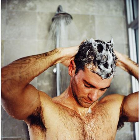 После помывки с шампунем каждые 2 дня, не забывайте и о кондиционере.