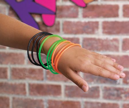 ...и наоборот, очень тонкие резиновые и пластмассовые браслеты