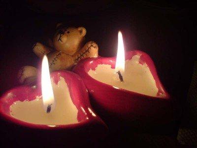 и свечи можно сделать оригинальным подарком