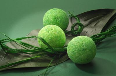 масла применяются при создании домашней самодельной косметики, например, бомбочек из соды для ванны