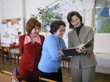 учителя с наилучшим моральным состоянием оценены по достоинству и поддерживаемы своими коллегами